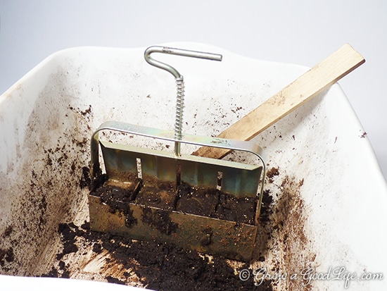 soil-block-maker-dishpan