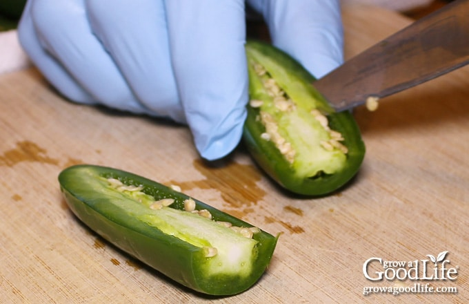 removing the seeds and membrane of jalapeno peppers