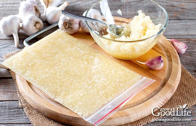 minced garlic in a freezer bag